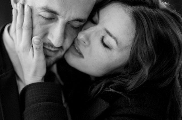 Распознать чувства мужчины к себе легко! Присмотритесь, как он обнимает…