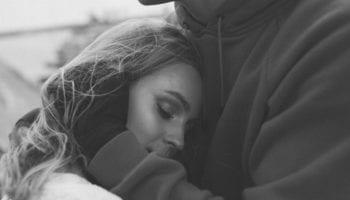 Она не разлюбила тебя, но перестала это показывать