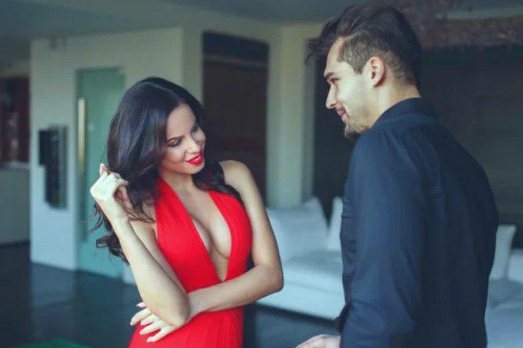 5 признаков в поведении, что кто-то с тобой флиртует