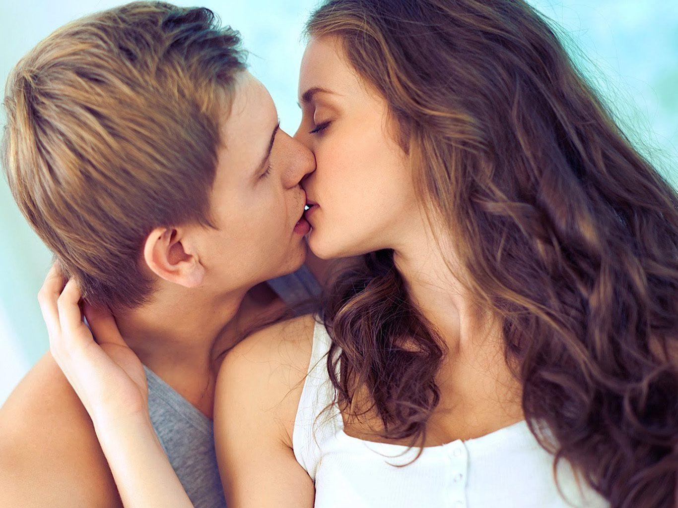 Фото как целуются 15
